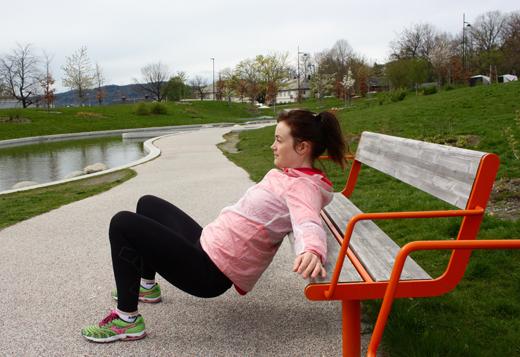 Øvelse: Hip Thrust Trener: Rumpe og bakside lår Viktig: Press gjennom hæla, stram rumpa og magen gjennom hele øvelsen.