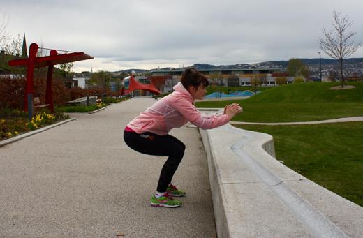 Øvelse: Spensthopp Trener: Framside-bakside lår, rumpe Husk: Hopp i skikkelig på hvert enkelt hopp!
