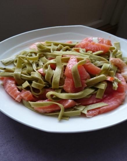 Her har vi brukt grønnsakspasta med brokkoli og erter.